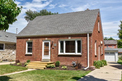 West Allis Single Family Home For Sale: 2330 S 82nd St