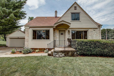 Brookfield Single Family Home For Sale: 945 S Parkway Dr