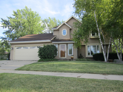 Oak Creek Single Family Home Active Contingent With Offer: 8538 S Rebecca Ct