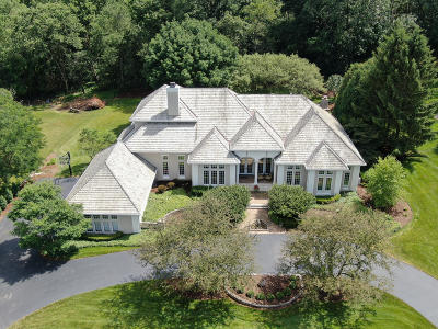 Delafield Single Family Home For Sale: N17w30687 Woodland Hill Dr