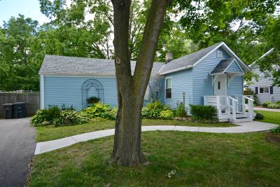 Oconomowoc Single Family Home Active Contingent With Offer: 851 Armour Rd