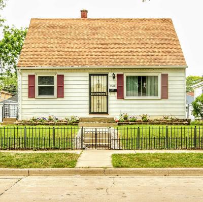 Milwaukee Single Family Home For Sale: 4837 N 90th