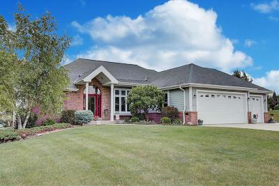 Pewaukee Single Family Home For Sale: N16w29973 Brookstone Cir