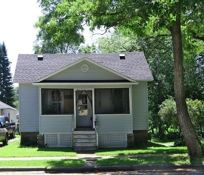 Marinette Single Family Home Active Contingent With Offer: 927 Parnell St