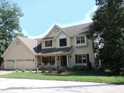 Pewaukee Single Family Home For Sale: N39w27399 Hillside Grove Rd
