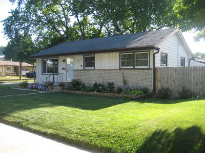 Milwaukee Single Family Home For Sale: 2575 S 64th St