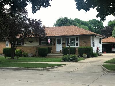 Milwaukee Single Family Home For Sale: 10524 W Rohr Ave