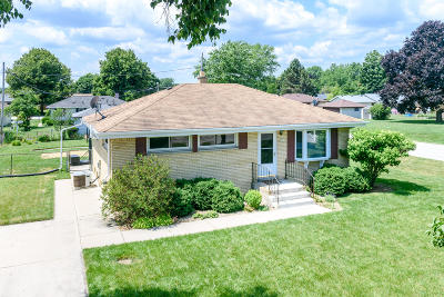 Oak Creek Single Family Home For Sale: 8961 S Chicago Rd