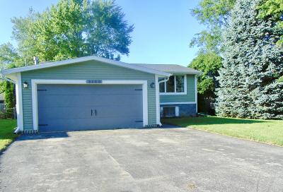 Racine Single Family Home For Sale: 2110 Crown Point Dr