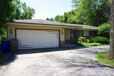 Muskego Single Family Home For Sale: S70w17441 Muskego Dr