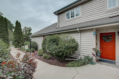 Pewaukee Condo/Townhouse Active Contingent With Offer: 158 Westfield Way #D