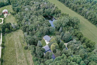 West Bend Single Family Home For Sale: 5971 Wausaukee Rd