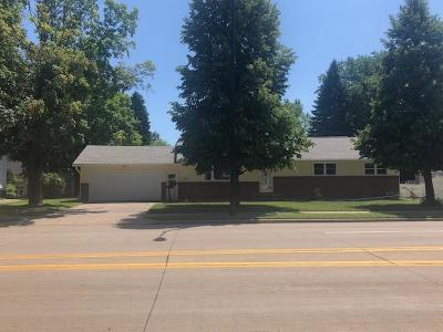 Single Family Home For Sale: 1218 Marinette Ave