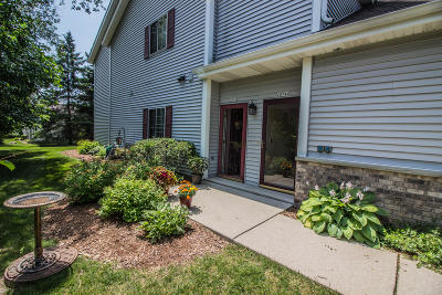 Grafton Condo/Townhouse Active Contingent With Offer: 2074 Pine Ridge Ct #A