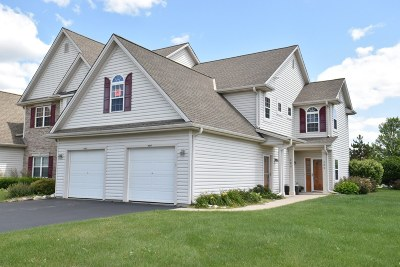 Slinger Condo/Townhouse Active Contingent With Offer: 480 Pine Cove Ct
