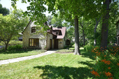 Milwaukee County Single Family Home For Sale: 984 E Circle Dr