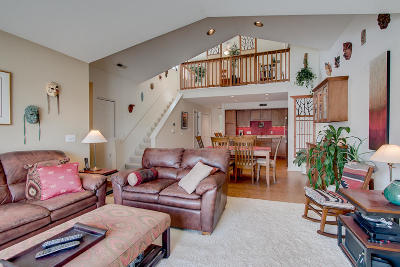 Pewaukee Condo/Townhouse Active Contingent With Offer: N16w26589 Bluegrass Ln #H