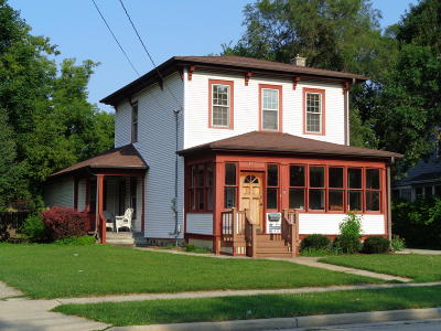 Oconomowoc Single Family Home Active Contingent With Offer: 500 S Silver Lake St