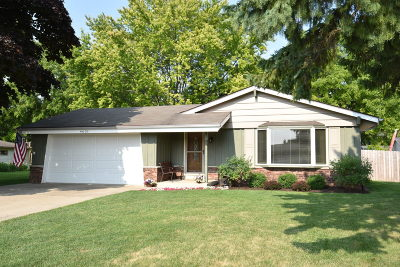 Racine Single Family Home Active Contingent With Offer: 4618 Carter Dr