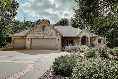 New Berlin Single Family Home Active Contingent With Offer: 14170 W North Oak Ct