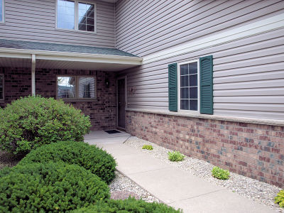 West Bend Condo/Townhouse Active Contingent With Offer: 724 Stoney Creek Ct #2