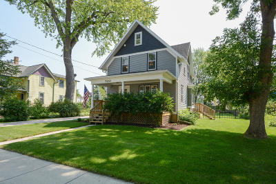 Oconomowoc Single Family Home Active Contingent With Offer: 323 S Worthington