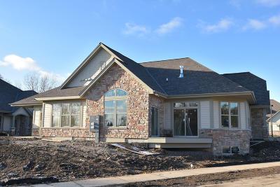 Menomonee Falls Condo/Townhouse For Sale: N73w13611 Claas Rd #12