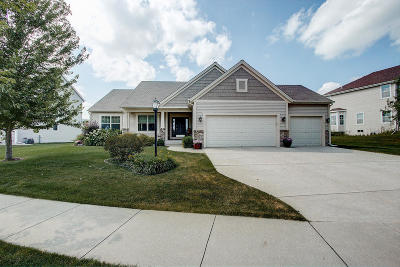 Ozaukee County Single Family Home Active Contingent With Offer: 2012 Willow Pond Way
