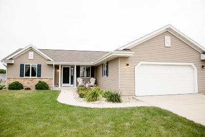 Fort Atkinson Single Family Home Active Contingent With Offer: 201 Wollet Dr