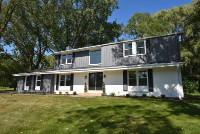 Ozaukee County Single Family Home For Sale: 10453 N Circle Rd