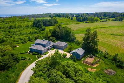 Belgium Single Family Home Active Contingent With Offer: 5145 Upper Lakeview Ridge Rd
