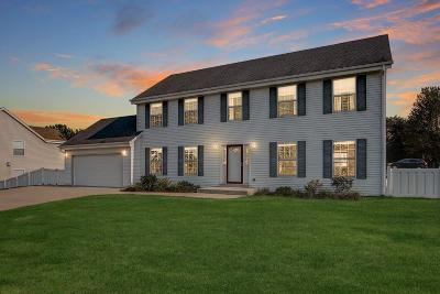 Oak Creek Single Family Home Active Contingent With Offer: 809 E Scenic Rd
