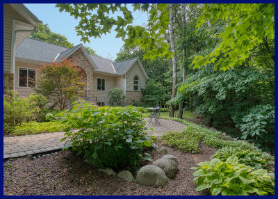 Slinger, Town Of Polk Single Family Home For Sale: 762 Valley Forge Dr
