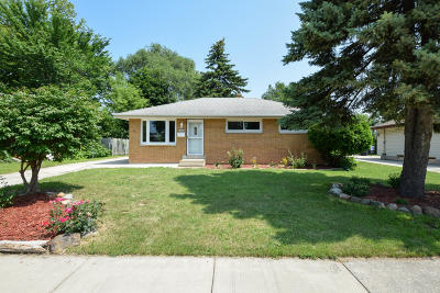 Menomonee Falls Single Family Home Active Contingent With Offer: N89w15006 Jefferson Ave