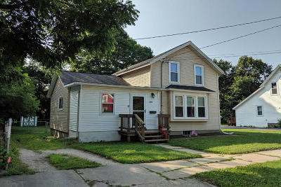 Oconomowoc Single Family Home Active Contingent With Offer: 425 Wood St