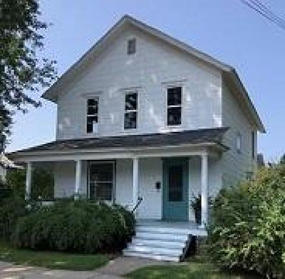 Menominee Single Family Home For Sale: 1009 16th St