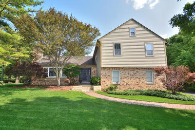 Delafield Single Family Home Active Contingent With Offer: 306 White Pine Rd