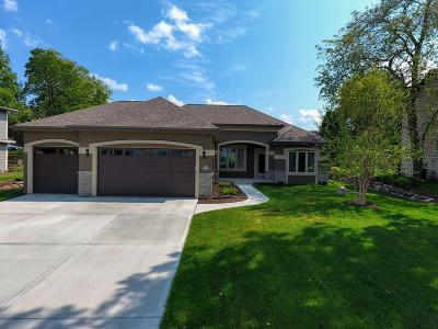 Pewaukee Single Family Home For Sale: N27w27075 Woodland Dr