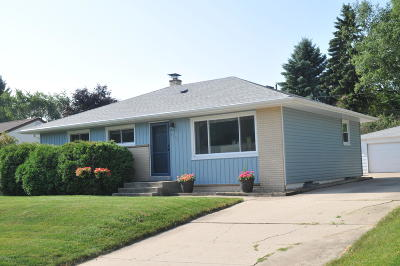 South Milwaukee Single Family Home Active Contingent With Offer: 1773 Spruce Ct
