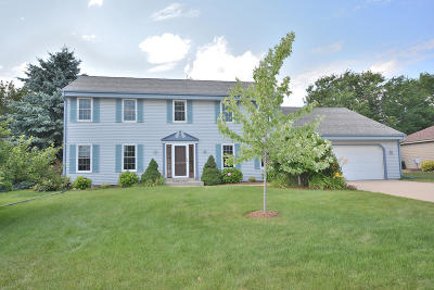 Menomonee Falls Single Family Home Active Contingent With Offer: W174n5125 Mulberry Ln