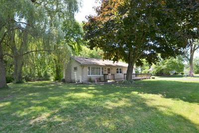 Pleasant Prairie WI Single Family Home Active Contingent With Offer: $221,900
