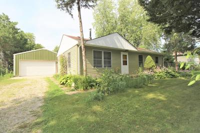 Pleasant Prairie WI Single Family Home Active Contingent With Offer: $149,900