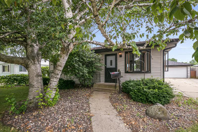 Kenosha Single Family Home Active Contingent With Offer: 8539 17th Ave