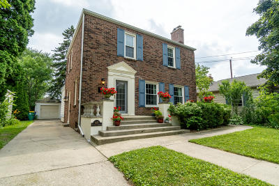 Shorewood Single Family Home For Sale: 1413 E Pinedale Ct