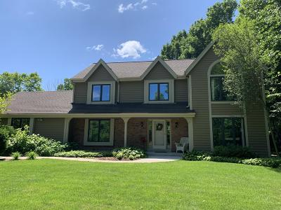 Ozaukee County Single Family Home Active Contingent With Offer: 11547 N Mulberry Dr