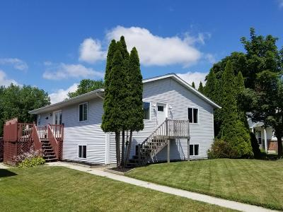Sheboygan WI Single Family Home Active Contingent With Offer: $184,900