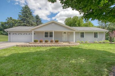 Richfield, Hubertus Single Family Home Active Contingent With Offer: 1342 Sunny Dale Ct