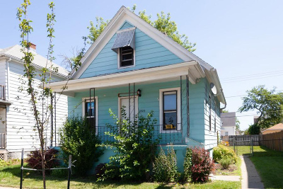 Racine Single Family Home For Sale: 2023 Clark St