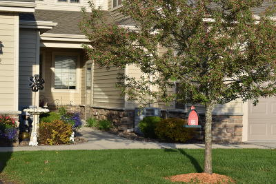 Slinger Condo/Townhouse For Sale: 556 Cedar Bluffs Way