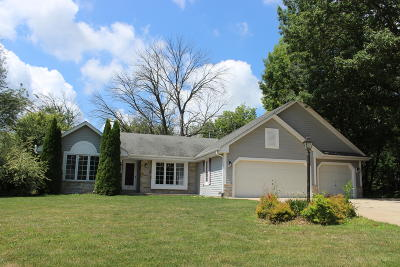 Sussex Single Family Home Active Contingent With Offer: W241n7509 N Woodsview Dr